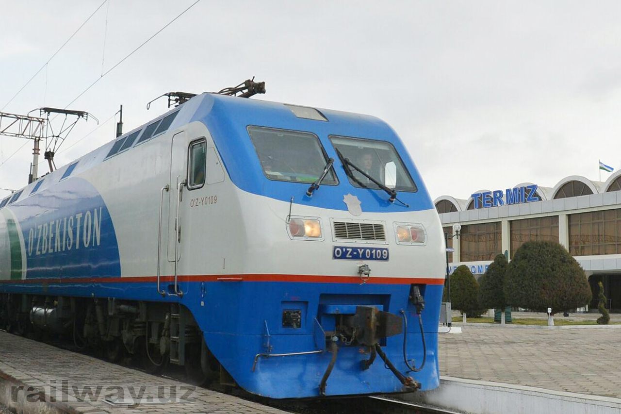 На железнодорожном участке Карши-Термез вместо тепловозов пошли электровозы