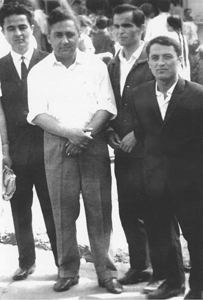 Опубликовано архивное фото Ислама Каримова с братьями
