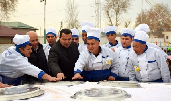 8 тонн плова: сурхандарьинские ошпазы побили рекорд ташкентцев