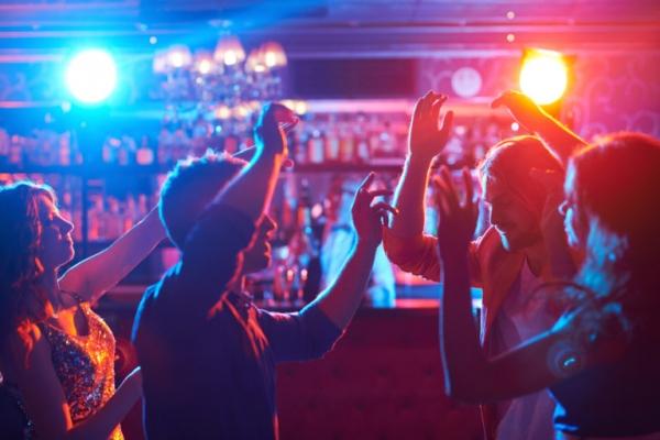 Ночная жизнь забурлит: развлекательные заведения смогут работать круглосуточно