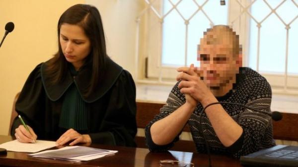Голая акция у Освенцима: белорусы получили срок