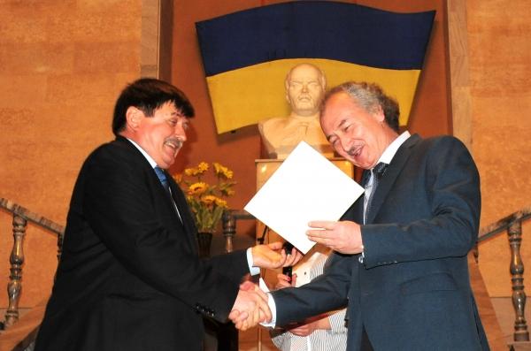 Художники Узбекистана награждены премиями от посольства Украины