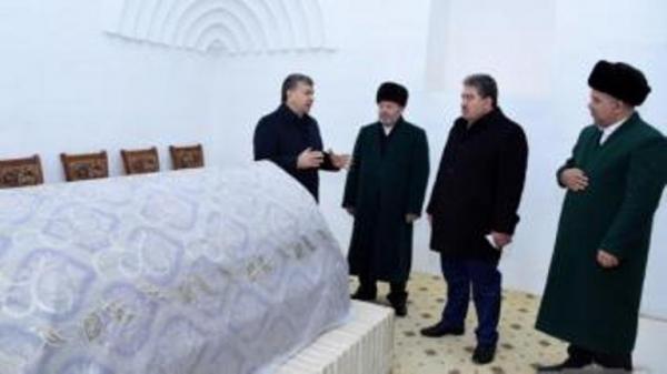 Шавкат Мирзиёев Абул-Муъийн ан-Насафий зиёратгоҳига борди