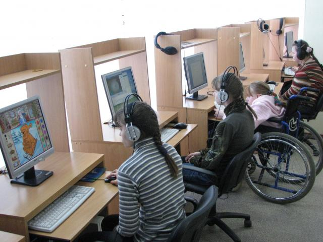 ЮНИСЕФ заявляет об  улучшении положения девочек в специализированных  учебных заведениях Узбекистана