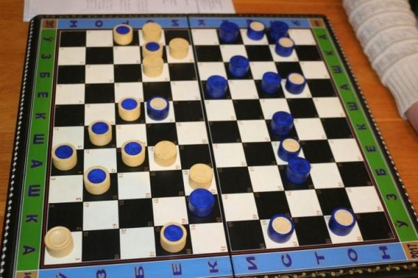 Изобретатель из Наманганской области запатентовал «Узбекские шашки»