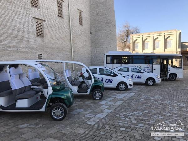 Воздушный шар, электромобили и туристическая полиция: как Бухара встречает гостей