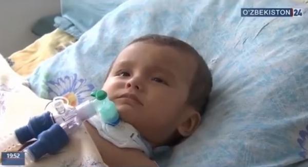 Отметили второе рождение: малыш, в теле которого нашли 16 игл, идет на поправку (видео)