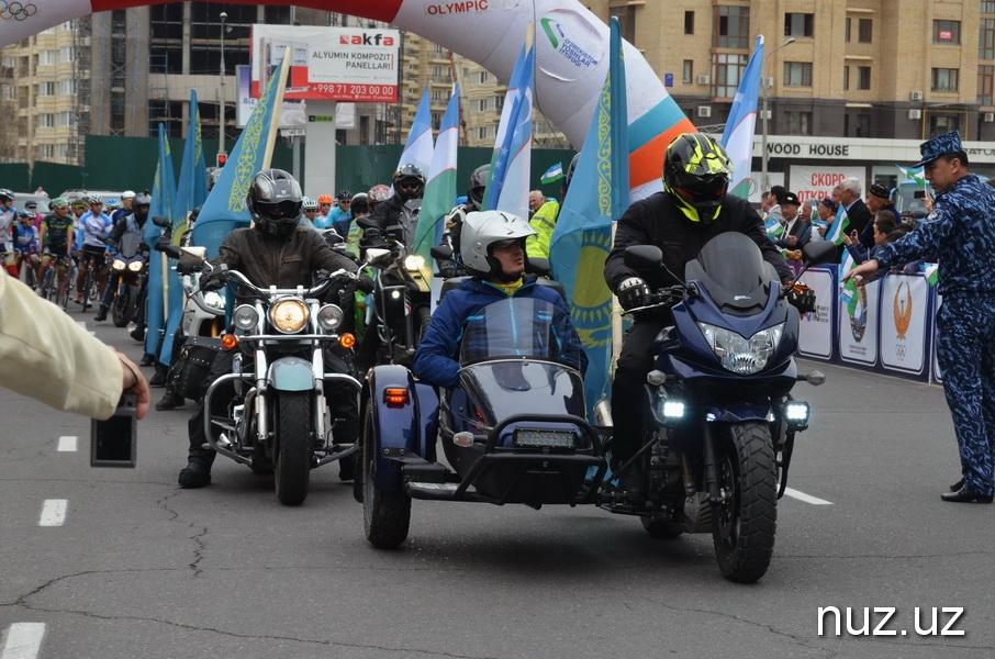 Дипломаты посольства Казахстана оседлали велосипеды и приняли участие в веломарафоне Ташкент-Шымкент