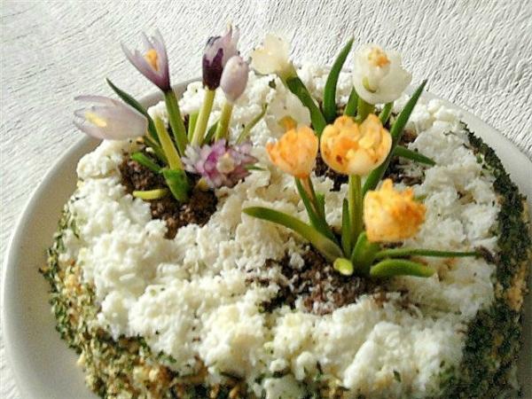 Весна и праздник - день чудесный! Готов к столу салат прелестный!