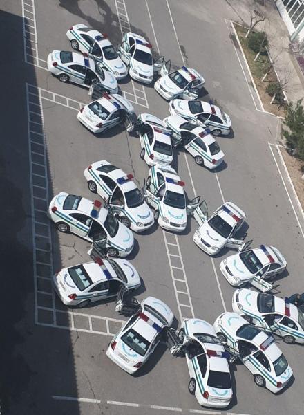 В Намангане поздравляют с 8 Марта женщин-водителей