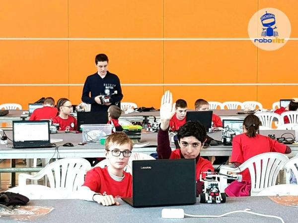 Юные робототехники из Ташкента заняли первое место на московском фестивале PROFEST