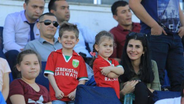 На футбольных стадионах появятся семейные секторы