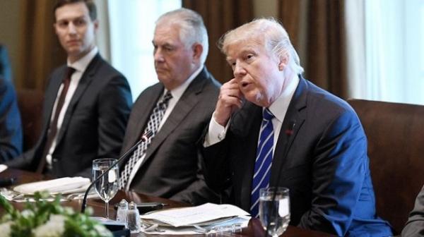 Трамп Тиллерсонни эскирган салатни ейишга мажбурлаган: «Охиригача еб қўй, Рекс»