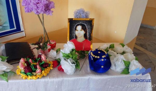 Трагедия в Самарканде: 23-летнюю учительницу сбила машина на трассе, где она красила разделительный бордюр к приезду Президента