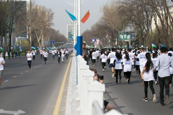 В честь Навруза ташкентцы пробежали полумарафон