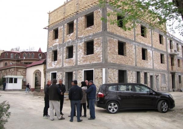 Кто нарушает законодательство при строительстве махаллинских гузаров?