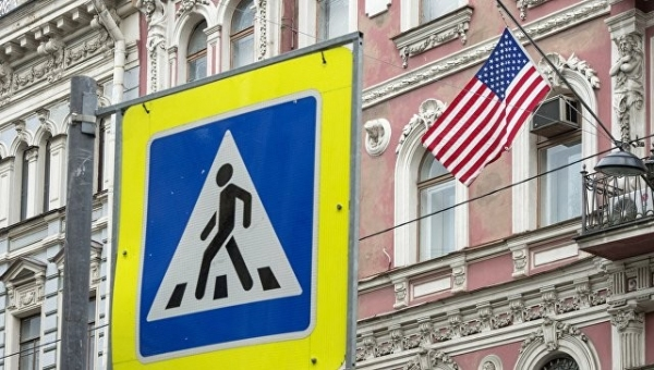 Россия АҚШнинг 60 нафар дипломатини чиқариб юборади ва Петербургдаги бош консулликни ёпади