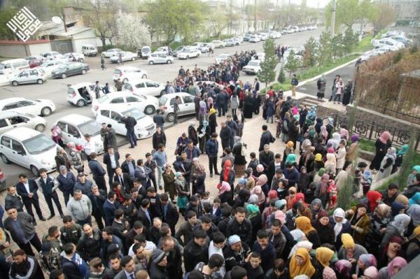 Узбекистанцы стоят в очередях за новым изданием Корана