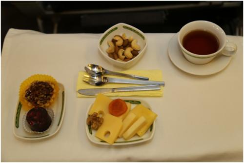 «Узбекистон хаво йуллари» обновила бортовое питание и дорожные наборы для пассажиров (фото)