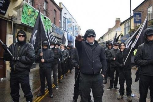 Неонацистские группировки вербуют британцев для боевых действий на Украине