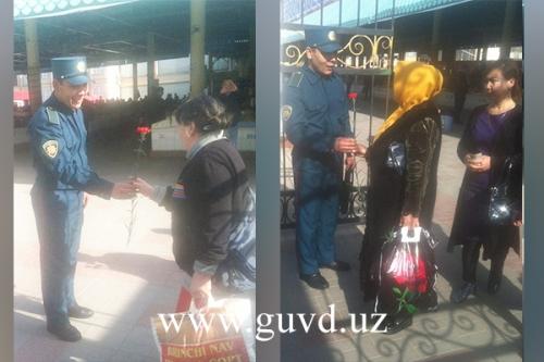 Сотрудники ГУВД поздравили женщин Ташкента с 8 Марта (фото)
