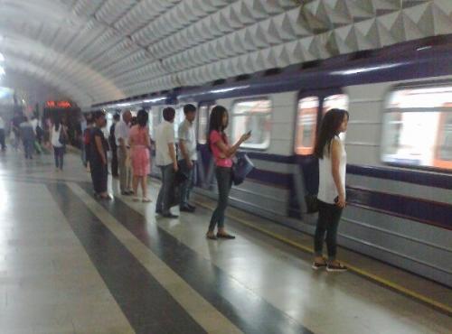 Стало известно, почему женщина бросилась под поезд в Ташкентском метро