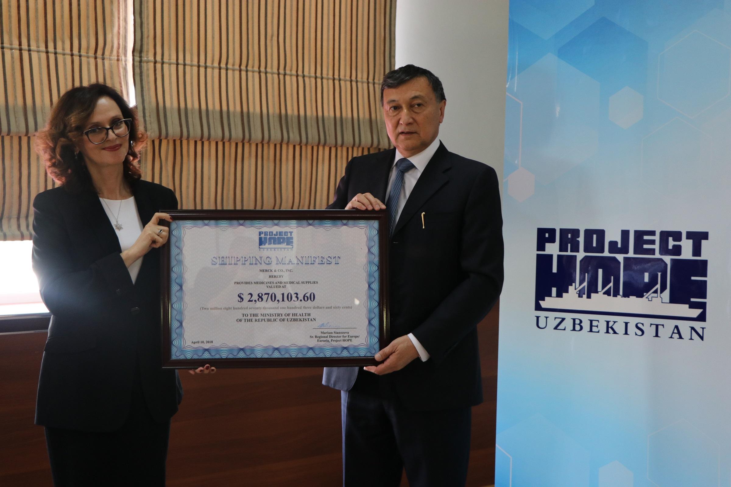 Узбекистану переданы в дар жизненно важные лекарства для онкологических больных