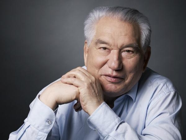 Книги, фильмы и переименование улиц: в Узбекистане отметят 90-летие Чингиза Айтматова