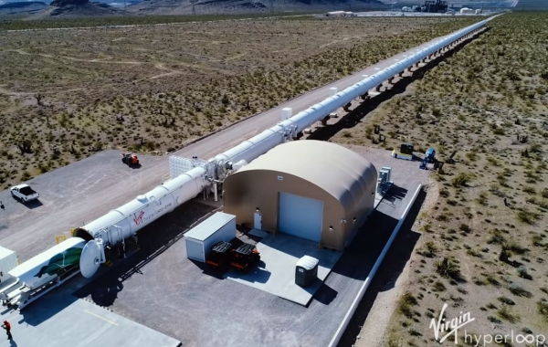 Virgin компанияси Hyperloop йўловчи капсуласини намойиш қилди (видео)