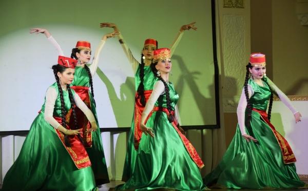 Хоровод дружбы народов на фестивале «Восточный калейдоскоп»