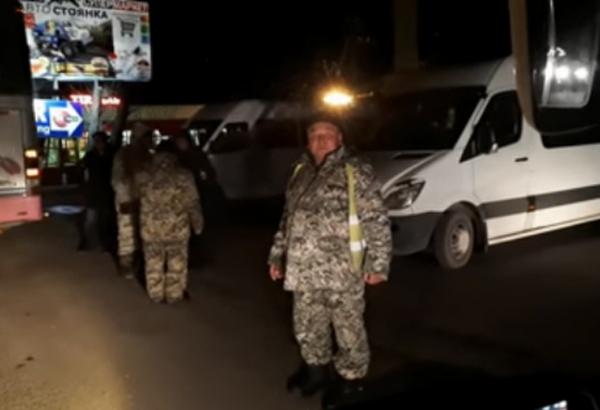 «Незаконный блокпост» трижды сорвал автобусный рейс Ташкент – Алматы (видео)
