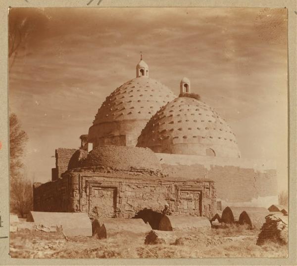 Мусульманские и китайские источники о возникновении Бухары и согдийских династиях Средневековья
