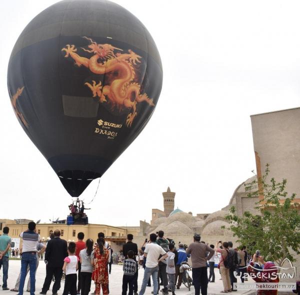 Воздушные шары поднялись над Бухарой (видео)