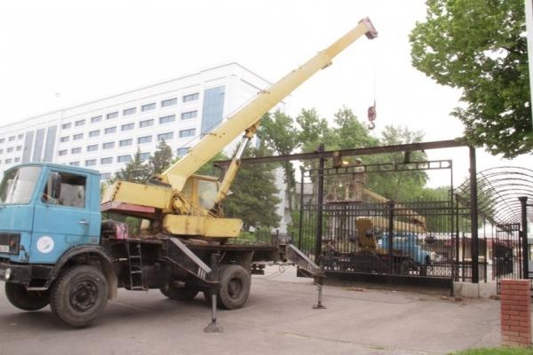Демонтированы ограждения вокруг здания Министерства обороны в столице