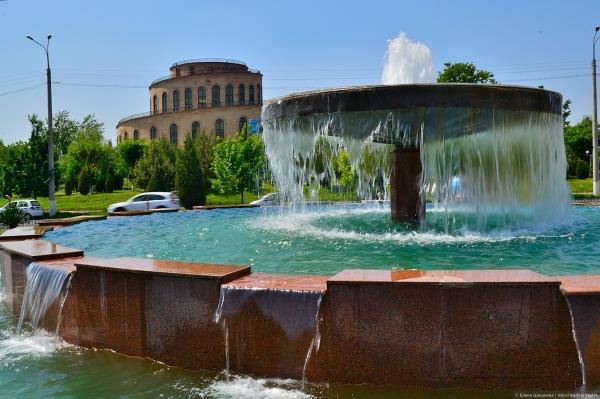 Ташкентские фонтаны начали работать раньше, чем обычно
