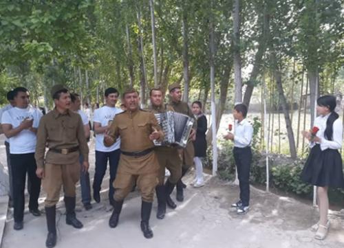 Министерство юстиции Узбекистана запустило флешмоб ко Дню памяти и почестей (видео)