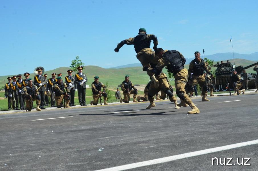 Военный парад: техника и песни военных лет