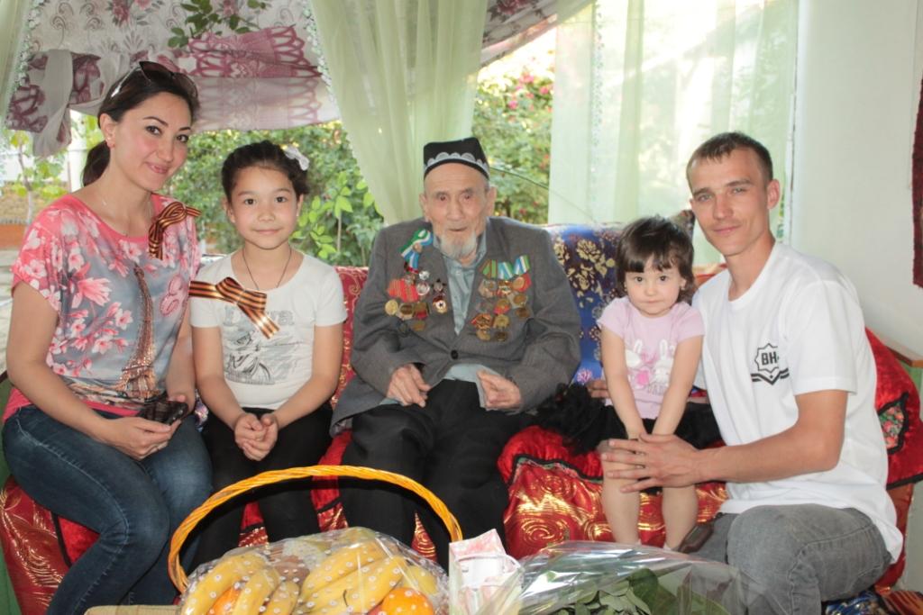 «Водители Намангана» отметили День Победы под «Катюшу»