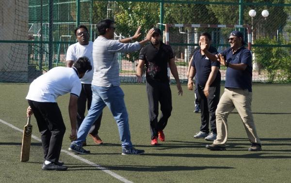Ташкент играет в крикет