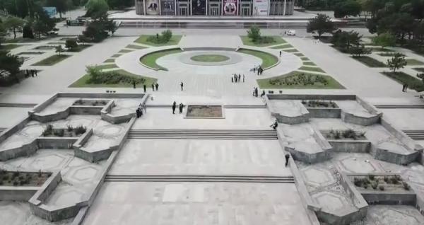 Как памятник Шамахмудовым переезжал на площадь Дружбы народов (видео)