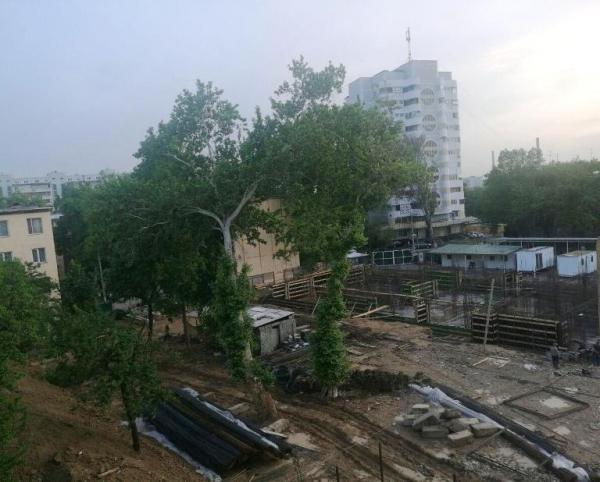 "Компания ""Murad Buildings"" остановила стройку на 8-м квартале Юнусабада по просьбе хокима"