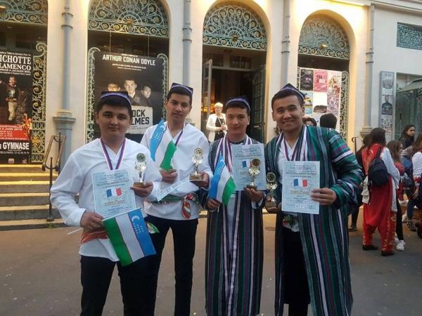 Ансамбль «Шош наволари» занял первое место на фестивале «Звезды Парижа»