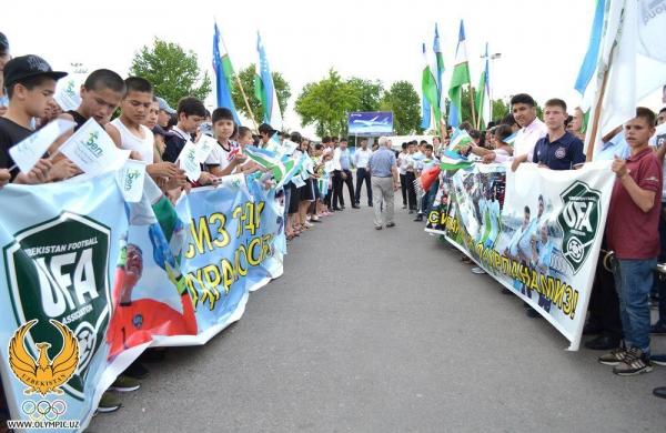 Торжественная встреча: футболисты-чемпионы вернулись в Ташкент (фото)