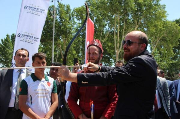 Сын президента Эрдогана в Самарканде открыл турнир по стрельбе из лука