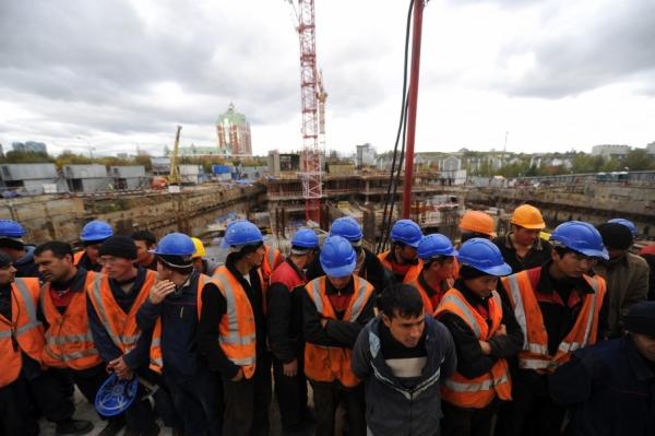 В России усложнят получение трудового патента для мигрантов