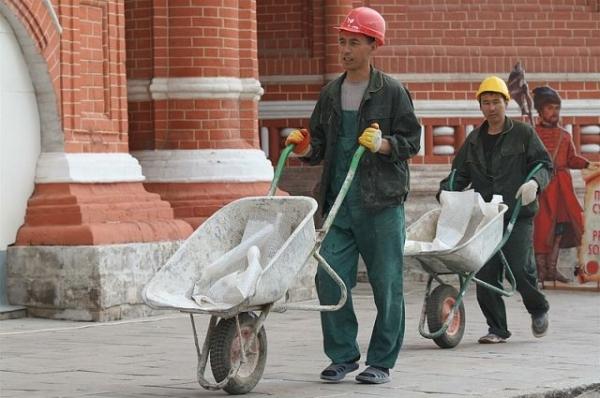 В Петербурге открыто 50 000 вакансий для мигрантов из Узбекистана и Таджикистана