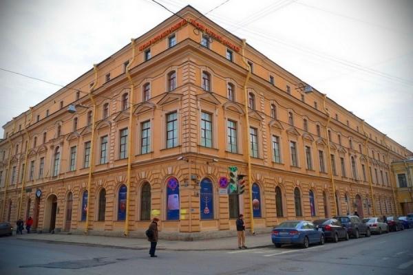 В Санкт-Петербурге будет выставлен золотошвейный халат эмира Бухары