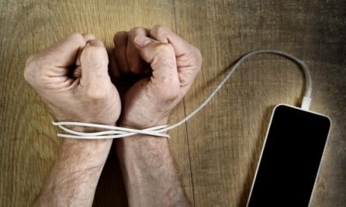 """До конца года в Узбекистане отменят """"мобильное рабство"""""""