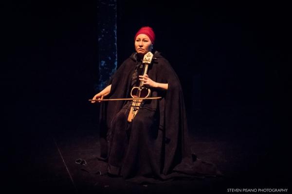 Макомы, дастаны и горловое пение: в Париже показан спектакль Саодат Исмаиловой «Кырк кыз»
