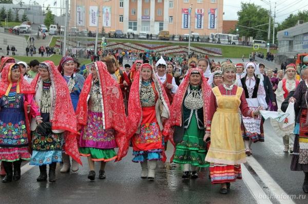 Самый большой хоровод: узбекские студенты помогли жителям Уфы поставить рекорд